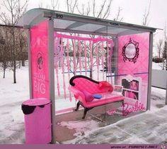 Barbie-Haltestelle.jpg Barbie bus stop