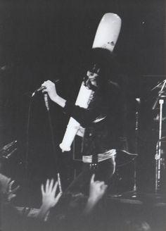 Ramones:Joey Ramoneperforming Beat On The Brat, live, Ca...