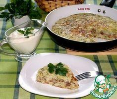 Капустный пирог с мясом и грибами на сковороде