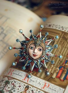 Фотографии Nadine Pau - masks, dolls and ornaments. Paper Mache Clay, Paper Mache Crafts, Clay Crafts, Polymer Clay Art, Polymer Clay Jewelry, Broderie Simple, Paper Toy, Paper Dolls, Christmas Crafts
