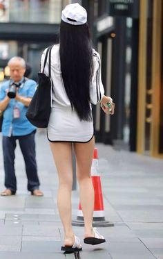 Asian Woman, Asian Girl, Beautiful Young Lady, Chinese Style, Chinese Fashion, Dress For Success, Girly Outfits, Skirt Fashion, Mini Skirts
