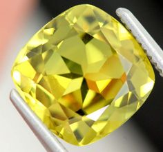Australian Yellow Sapphire Gemstones x x carats Auction Gem Rock Auctions Sapphire Jewelry, Sapphire Gemstone, Sapphire Diamond, Green Sapphire, Natural Sapphire, Game Gem, Gold Jewellery Design, Rocks And Gems, Opal Auctions
