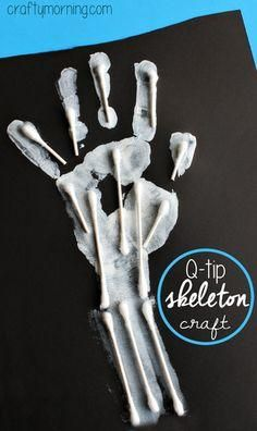 Learn how to make a Q-Tip handprint skeleton for kids . - Halloween basteln mit kindern - Learn how to make a Q-Tip handprint skeleton for kids! Halloween Kunst, Halloween Art Projects, Theme Halloween, Projects For Kids, Halloween Projects For Toddlers, Halloween Crafts Kindergarten, Halloween Paper Plate Crafts For Kids, Halloween Activities For Preschoolers, Preschool Halloween Crafts
