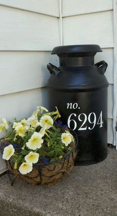 Milk Can Plant Container Ideas on Front Porch - Best Front Door Flower Pot Ideas: Pretty Porch Flower Pots and Beautiful Planters with Creative Design Arrangements Best Front Doors, Beautiful Front Doors, Milk Can Decor, Old Milk Cans, Metal Baskets, Porch Decorating, Flower Pots, Diy Flower, Flower Wall