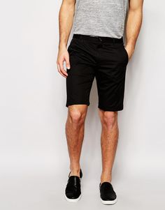 """Shorts by Hugo Boss Lightweight woven fabric Contains stretch for comfort Concealed zip fly Side slant pockets Two back pockets Slim fit - cut closely to the body Machine wash 97% Cotton, 3% Elastane Our model wears a 32""""/81cm regular and is 188cm/6'2"""" tall"""