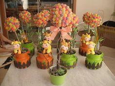 1 Safari Party, Barnyard Party, Farm Birthday, Birthday Parties, Theme Bapteme, Jungle Flowers, Lion King Baby Shower, Birthday Scrapbook, Party Centerpieces