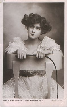 A Gibson Girl- Edwardian actress Gabrielle Ray. a gibson girl was the epitome of ideal beauty in the Edwardian Period Belle Epoque, La Fille Gibson, Vintage Beauty, Vintage Fashion, Vintage Glamour, Fashion Sewing, Fashion Fashion, Fashion Dresses, Edward Weston