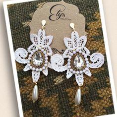 Resultado de imagen para como hacer zarcillos de torchon Wire Wrapping Tutorial, Crochet Accessories, Statement Earrings, Gingerbread, Elsa, Wraps, Sewing, Jewelry, Craft Jewelry