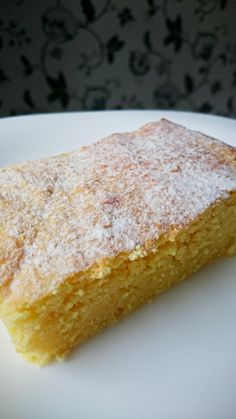 This sugar free low carb simple sponge cake is moist, tasty and versatile. Great on its own or as a basis for a more complex dessert.
