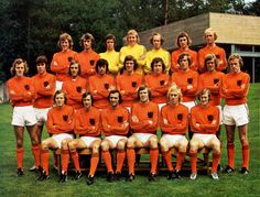 """Holland team impressing the world with their """"total football"""" Pure Football, Football Icon, Best Football Team, National Football Teams, Arsenal Football, Retro Football, Football Design, Vintage Football, Football Cards"""