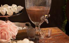 Para beber: shot não alcoólico de brigadeiro para a mesa de docinhos e do café da Brigadeiro & Co . Foto: Edu Cesar