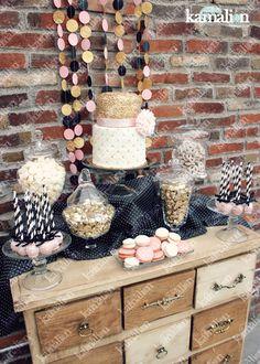 www.kamalion.com.mx - Bachelorette Party / Despedida de Soltera / Vintage / Rustic / Rosa, Negro & Dorado / Pink, Black & Gold / Postres / Decor / Flores / Drinks / Favors / Cakepops / Cake / Pastel / Pretzels.