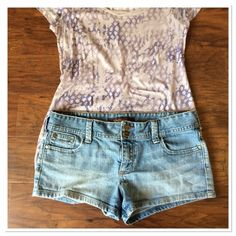 "Hot for Summer Hollister Shorts Hollister Shorts, size 9 approximately 9"" from hip to hem. Hollister Shorts Jean Shorts"