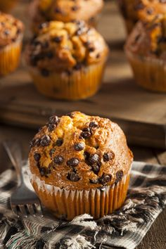 Prefer something a little denser than cupcakes? Look no further than muffins! These easy recipes will help you create some delicious baked treats that are sure to win the hearts of many. Vegan Banana Muffins, Oatmeal Muffins, Coffee Muffins, Carrot Muffins, Egg Muffins, Breakfast Muffins, Healthy Muffins, Breakfast Cake, Mini Muffins