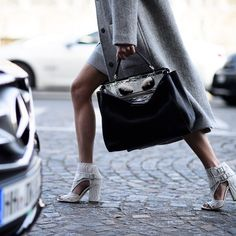 CATCH-a-TREND. A Curation Of Street Style Excellence. #catchatrend #streetstyle #bag #handbag
