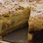 Appelkwarktaart met een kruimellaagje…. heer-lijk! Eigenlijk het beste van een appelkruimeltaart én een kwarktaart in één. Super lekker! Beetje poedersuiker er overheen en klaar. Slagroom is niet nodig, hij is zo al ontzettend lekker. Een tijdje geleden kregen we visite: genoeg reden om taart te bakken. De ene helft van de visite is gek opRead More