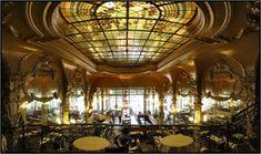 LE GRAND CAFE      Le Grand Café, bar-brasserie sur la place d'Allier, est l'un des plus beaux de France. Inscrit à l'Inventaire des Monuments Historiques, il a conservé sa décoration de 1899. ...