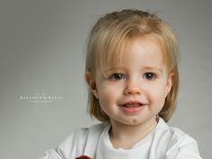 Te queremos princesa! 👑🦄❤️ #fotografosabiñanigo #fotografoprofesional #fotografiainfantil #fotoniños @benjaminynadia @benjamin_espana #estudioprofesional #fotoinfantil #noposesdiviertete #fotografohuesca #fotografozaragoza #fotografopamplona @hasselblad @profotospainofficial #newbornphotography #fotografiainfantil #fotodeestudio Newborn Photography, Face, Fotografia, Princess, Studio, Newborn Baby Photography, Faces, Newborn Pictures, Facial