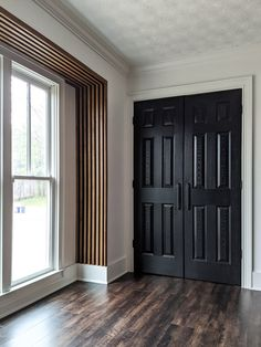 Ever since the first time I saw a slat wall, I couldn't wait to add one to my home! I have seen many different styles (plain wood against a white wall, painted wood on a painted wall…) … Wood Slat Wall, Wood Slats, Wood Wall Paneling, Panelling, Tin Walls, Christmas Room, Wall Treatments, Bedroom Wall, Master Bedroom
