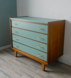 Afbeeldingsresultaat voor furniture make-over Refurbished Furniture, Upcycled Furniture, Furniture, Repurposed Furniture, Retro Furniture, Furniture Renovation, Diy Furniture, Furniture Inspiration, Vintage Furniture