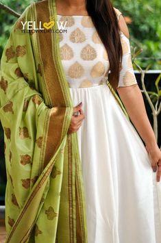28 Super ideas for dress designer indian color combinations Dress Indian Style, Indian Dresses, Indian Outfits, Indian Attire, Indian Wear, Trendy Dresses, Fashion Dresses, Anarkali Dress, Lehenga