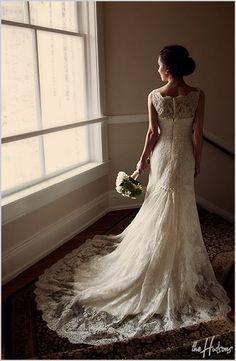 weddingdress-obsession:    Nice lace dress!