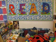 50 Relaxing and Cozy Reading Corner Decor Ideas - decorationroom Classroom Board, Classroom Setup, Preschool Classroom, Classroom Organization, Bulletin Boards, Preschool Schedule, Preschool Rooms, Classroom Rules, Classroom Design
