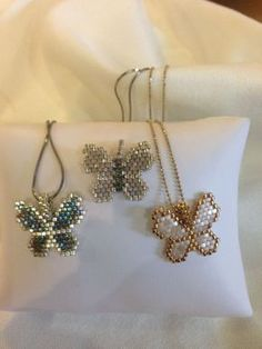 Did not go to the site as worried about link however the picture of how to do this heart might be sufficient - Salvabrani Seed Bead Jewelry, Bead Jewellery, Seed Bead Earrings, Beaded Earrings, Beaded Bracelets, Seed Bead Patterns, Beaded Jewelry Patterns, Beading Patterns, Jewelry Crafts