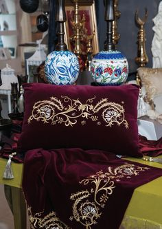 This Pin was discovered by Müş Machine Embroidery Patterns, Beaded Embroidery, Hand Embroidery, Diy Pillows, Throw Pillows, Shadow Box Art, Ottoman Design, Gold Work, Textiles