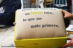 Frase pintada con plantilla sobre arpillera