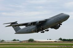Galaxy departing EAA Oshkosh 2012 with a very sporty take off Cargo Aircraft, Aircraft Parts, Military Jets, Military Aircraft, C 5 Galaxy, Cargo Transport, Air Force Mom, Airplane Fighter, Military Pictures