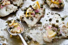 Cod with Lemon Caper Relish Oven Recipes, Seafood Recipes, Gourmet Recipes, Gourmet Meals, Vegetarian Recipes, Healthy Protein, Eat Healthy, Healthy Meals, Healthy Life