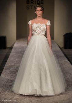 Vestido de Noiva/ Bridal Gown: Solaine Piccoli | Acessórios: Casa Vasconcellos | Fotos: Layla Eloá, exclusivo para o vestidadenoiva.com