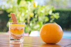 Pinky Cake, Verrines douceur au citron #verrines #verrine #verrinecitron #verrinedouceur #dessertdété #recette #pinkycake A Table, Cake, Cantaloupe, Biscuits, Tasty, Fruit, Desserts, Whipped Cream, Gentleness