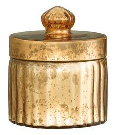 Kannellinen lasirasia. Korkeus 8,5 cm, halkaisija 9,5 cm.