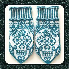Calaveras mittens pattern by JennyPenny