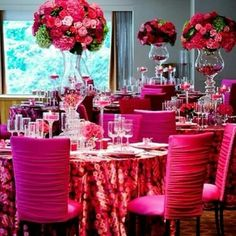 I love the glass centerpieces, they just need a bit more creativity and customization......Beautiful