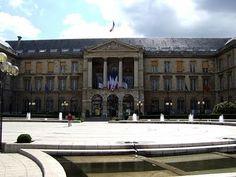 Place du General De Gaulle - Click image to find more Travel Pinterest pins