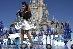 Ariana Grande Photos - 'Disney Parks Unforgettable Christmas Celebration' Taping at Walt Disney World - Zimbio Ariana Grande Disney, Ariana Grande Outfits, Ariana Grande Pictures, Cat Valentine, Billie Eilish, Disney Christmas Parade, Disneyland Christmas, Disney Holidays, Hair Colors