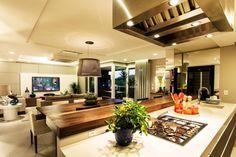 Duplex em Jurerê Internacional. Projeto clean e contemporâneo por Juliana Pippi #pin_it @mundodascasas See more Here: www.mundodascasas.com.br