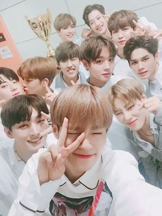 """Wanna One's Win Brings """"Show Champion"""" Highest Viewership Ratings In Show's History 3 In One, One Pic, Jinyoung, Ong Seung Woo, Twitter Update, Nothing Without You, Park Bo Gum, All Meme, Lost Boys"""