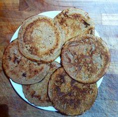 Sono una buonissima alternativa alla classica colazione fatta con biscotti e/o fette biscottate. Ingredienti per 6 pancake (circa) 2 uova biologiche 100 ml di acqua 1 cucchiaio di olio extravergine di cocco 50 gr di farina di cocco 50 gr di farina di castagne 1 cucchiaino di cannella In una zuppiera mescolate con delle fruste tutti gli ingredienti: uova, Fett, Biscotti, Pancakes, Gluten, Dieta Paleo, Breakfast, Foods, Morning Coffee, Food Food