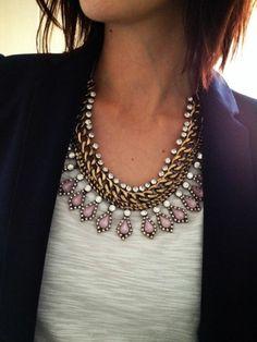 collier plastron en chaîne et petites pierres