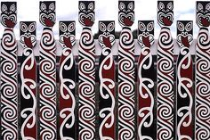 A fence in Rotorua, New Zealand decorated with Maori art. Maori Designs, Maori Patterns, Polynesian Art, New Zealand Art, Nz Art, Maori Art, Kiwiana, Indigenous Art, Art Festival