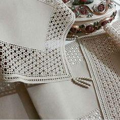 Tog pan o - Salvabrani Filet Crochet, Crochet Diy, Crochet Lace Edging, Crochet Leaves, Crochet Motifs, Crochet Borders, Crochet Home, Irish Crochet, Vintage Crochet