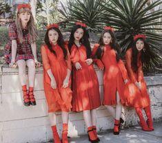 Wendy, Yeri, Joy, Irene and Seulgi Kpop Girl Groups, Korean Girl Groups, Kpop Girls, Red Velvet Seulgi, Red Velvet Irene, Christina Aguilera, Aaliyah, Rihanna, Moda Pop