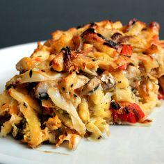 Spätzletorte mit Jaromakohl - Was macht man, wenn man noch ganz viele verschiedene Gemüsereste im Haus hat? Richtig, eine Nudeltorte. Also alles vermischen, ein Ei und Käse dazu und dann ab in den Ofen.  Das funktioniert mit Spätzle aus dem Kühlregal sogar noch besser, weil man die nicht erst noch vorgaren muss. Cauliflower, Macaroni And Cheese, Vegetables, Ethnic Recipes, Food, Grated Cheese, Noodles, Pies, Cabbage Recipes