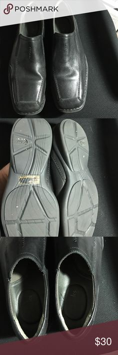 Clarks Dress Shoe slipon Great dress shoe for work or going out. Versatile to wear and amazingly comfortable. These are slipons size 9.5 by Clarks. Some wear but no scuffing or scratches. Clarks Shoes Loafers & Slip-Ons