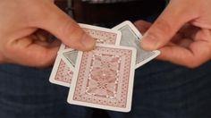 Aprenda o passo a passo da mágica surpreendente da carta que derrete e impressione os seus amigos!