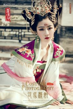 微博 Chinese Traditional Costume, Traditional Fashion, Traditional Dresses, Oriental Fashion, Asian Fashion, Chinese Clothing, Period Costumes, Asia Girl, Beautiful Asian Women